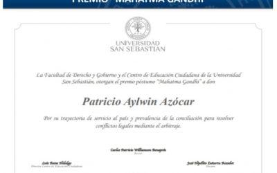 """El premio """"Mahatma Gandhi"""" es entregado en forma póstuma a Patricio Aylwin A."""